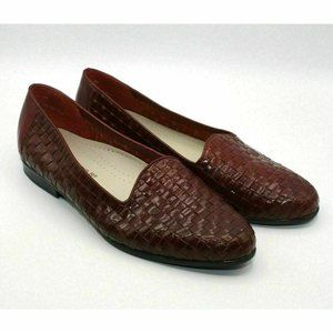 Trotters Liz Women's Red Leather Woven Round Toe S